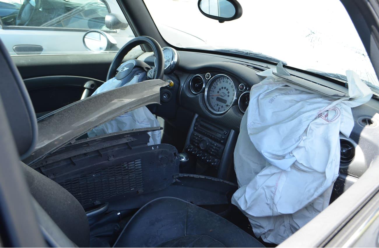 interni vettura incidentata