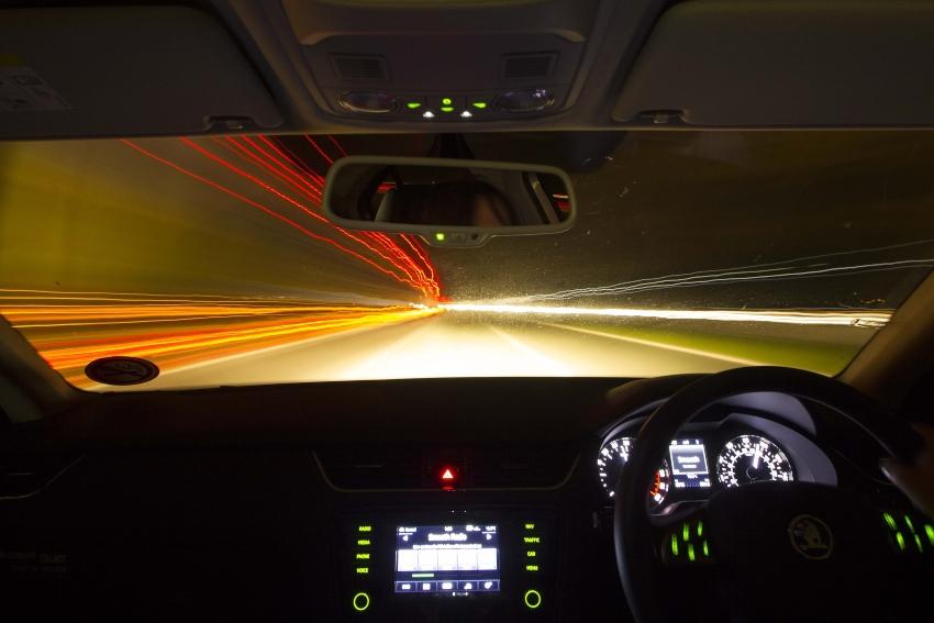 Evitare incidenti auto: usare i fari nel modo giusto