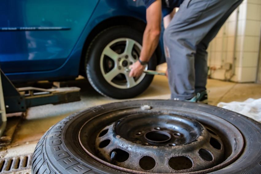 Evitare incidenti auto: i controlli da fare prima di partire